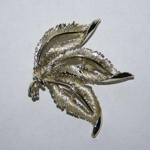 Stunning vintage gold leaf brooch